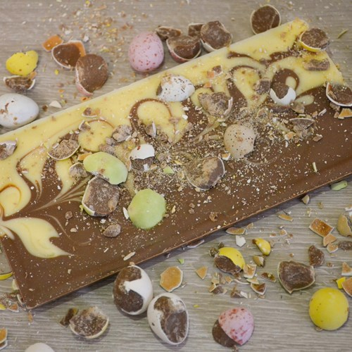 Mini Eggs Milk & White Inclusion Bar