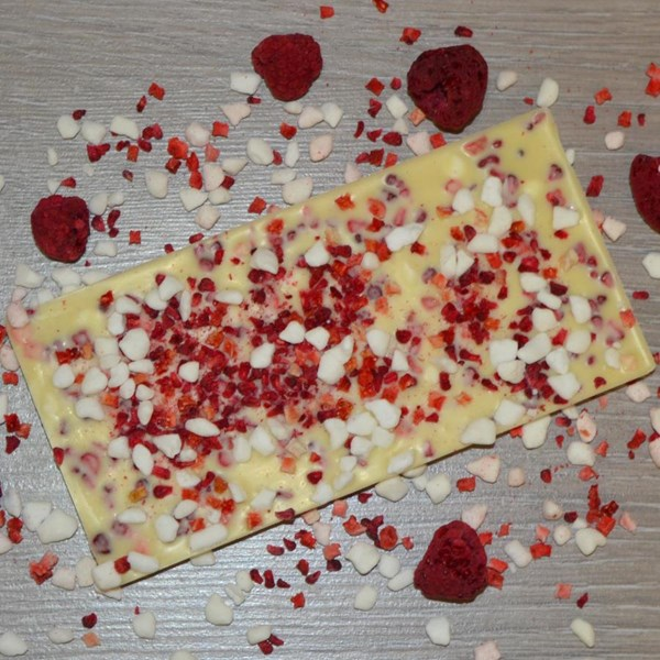 Eton Mess Inclusion White Chocolate Bar